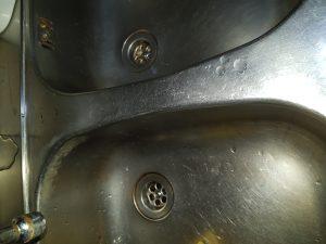 een verstopte keukenafvoer